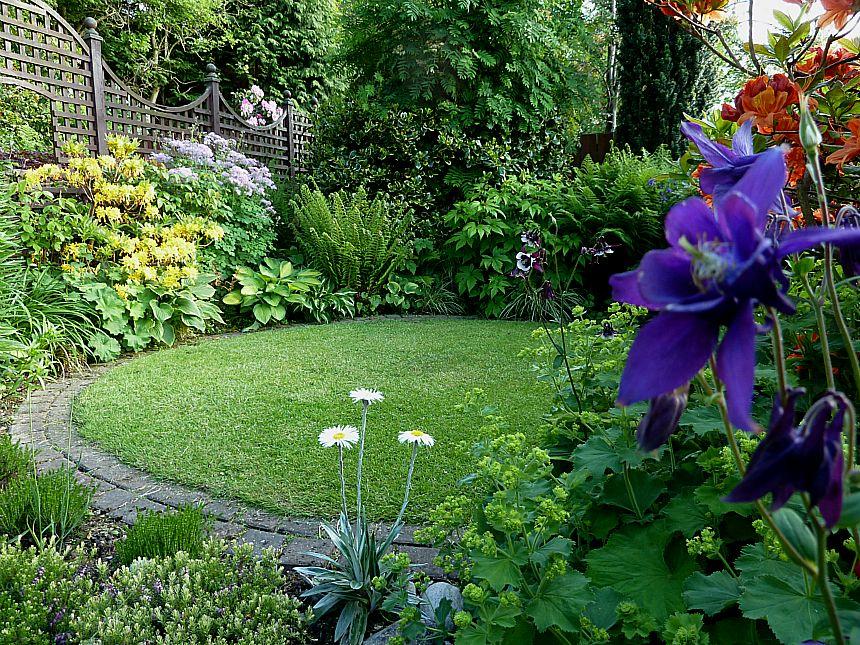 Looking back at aberdeen gardening for Round garden designs